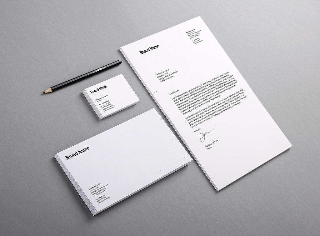 Ejemplo de papelería corporativa impresa en blanco y negro